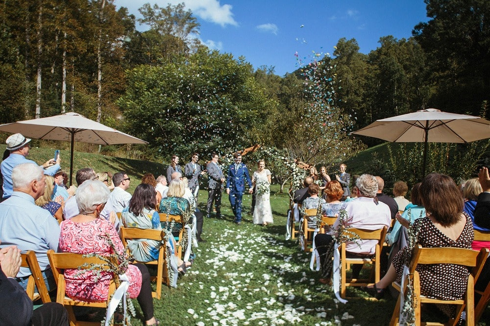 wedding ceremony confetti