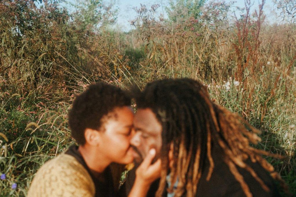 couple embrace at hisle farm park lexington